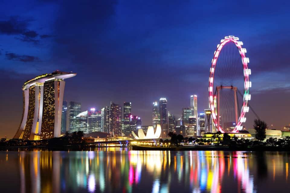 singapore storby set om natten i belysning