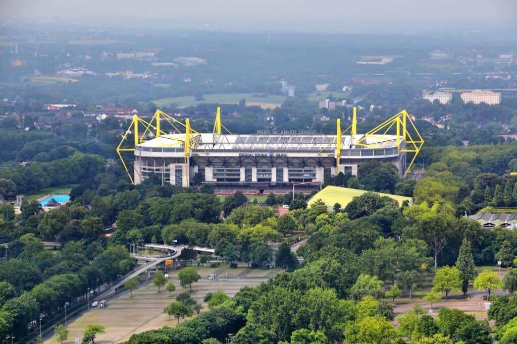 signal iduna park stadion i dortmund tyskalnd også kendt som westfalenstadion hjemmebane for borussia dortmund