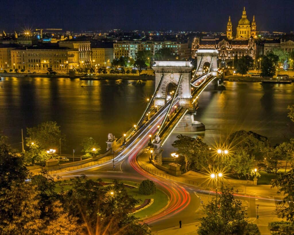 bro over floden donau i budapest