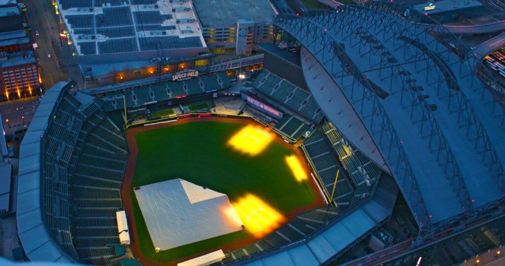 det store stadion safeco field som kan overdækkes grundet vejret i seattle