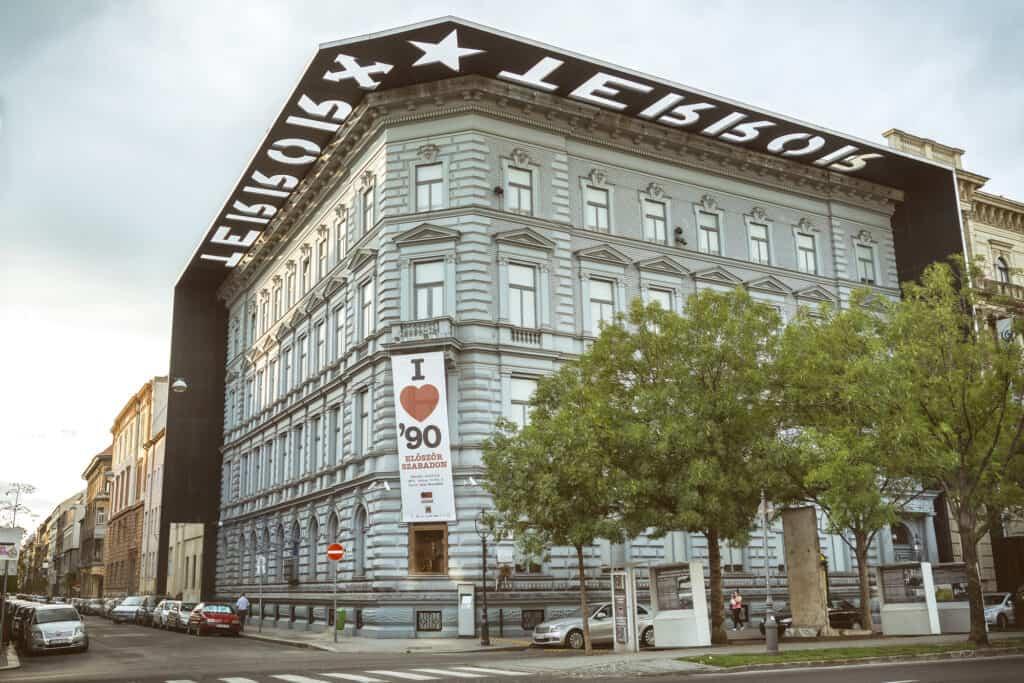 house of terror også kendt som terror haza er det kendte terrormuseum i budapest