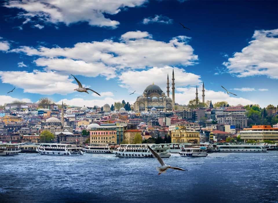 istanbul hovedstaden i tyrkiet set fra vandet