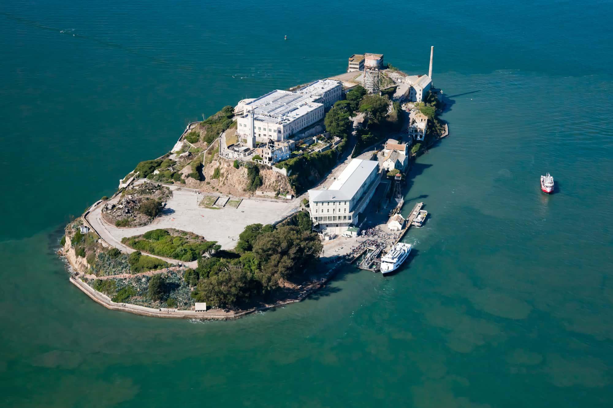 luftfoto af fængslet på øen alcatraz i san francisco