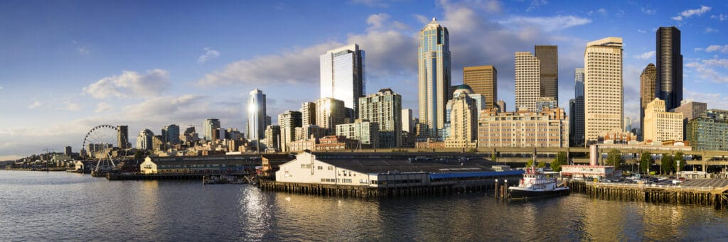 seattle skyline set fra vandet i puget sound