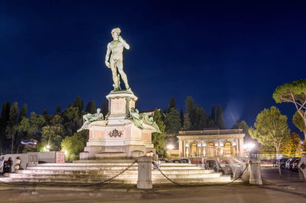 statue af david på piazzale michelangelo torvet i firenze