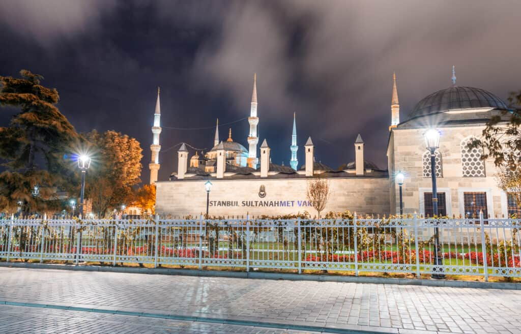 sultanahmet pladsen i istanbul set om natten